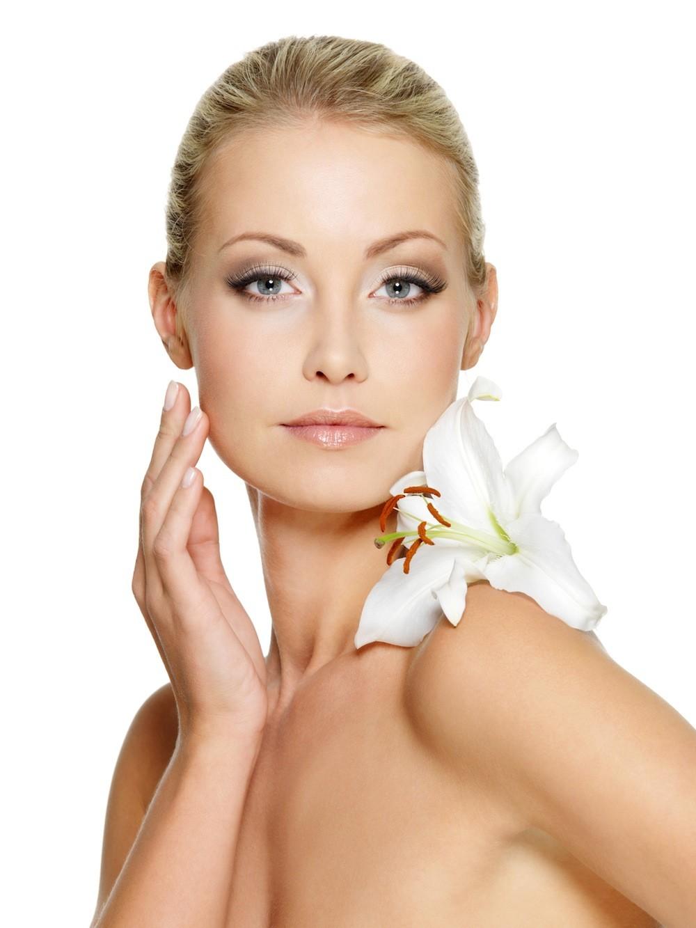 how to treat acne by zeenatstyle - Revitalizing Eye Contour Cream — Cremă de revitalizare a ochilor SPF15